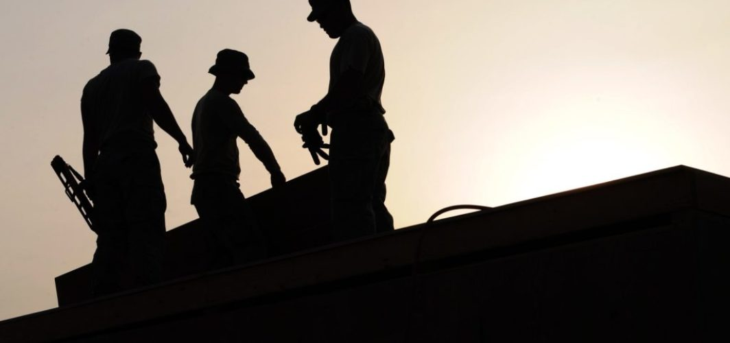 workers 659885_1920